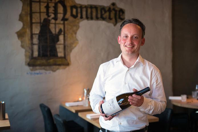 Sommelier Edger Groeneveld van tweesterrenrestaurant 't Nonnetje mag zich voortaan Wijnmeester noemen.