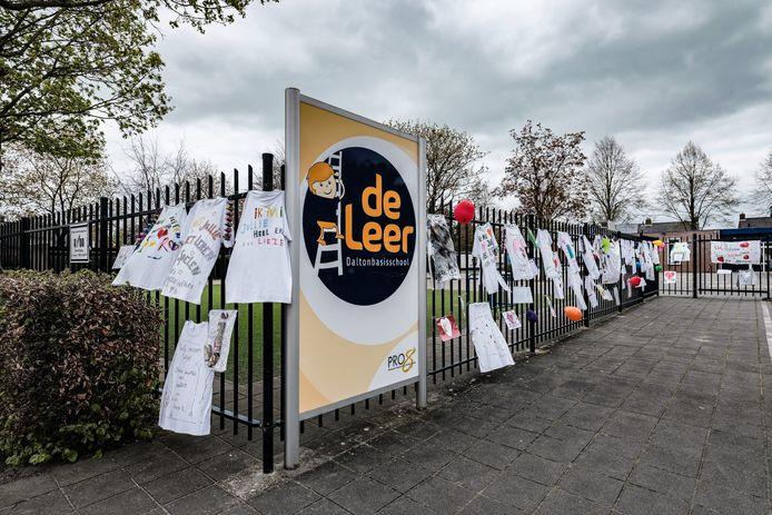 Zeven leraren van basisschool De Leer in Hengelo zijn positief getest op corona.
