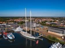 Superjacht van 28 miljoen euro ligt voor APK-beurt bij Balk Shipyard op Urk: 'Dit is het neusje van de zalm'