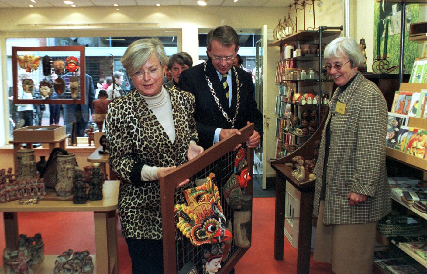 Minister Herfkens opende destijds de Wereldwinkel