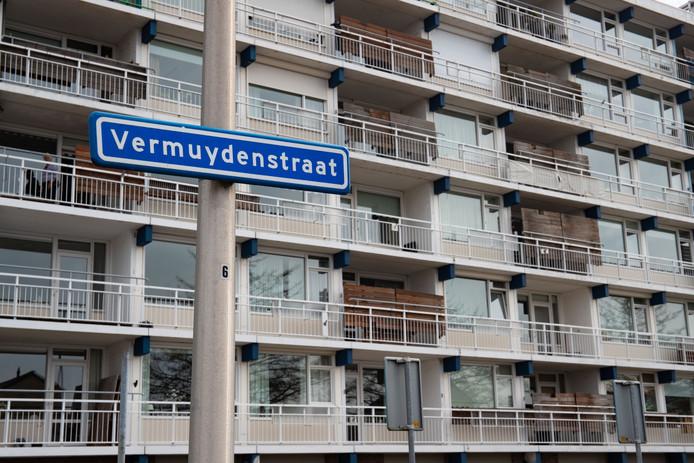 Dirk van den Belt (81) woont in een flat aan de Vermuydenstraat in Kampen. Hij verliet zijn woning zondagochtend om 08.30 uur om te wandelen. Hij sprak nog kort met een buurman.