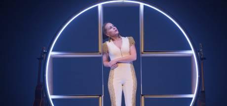 Onewomanshow Hadewych is heerlijke trapezeact van alleskunner