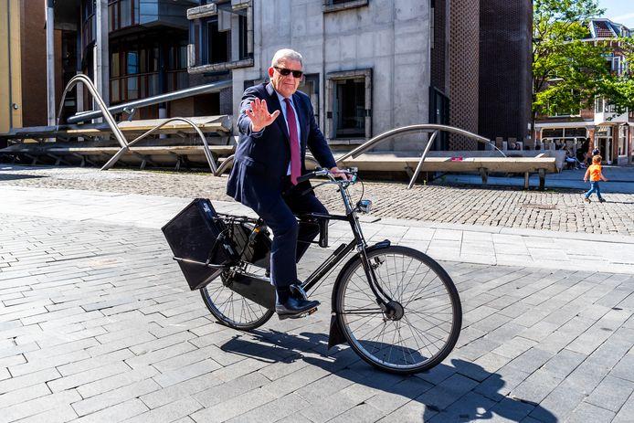 Burgemeester Jan van Zanen de dag na de aankondiging van zijn vertrek als burgemeester van de stad Utrecht.