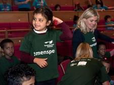 Kinderen van vluchtelingen dansen en zingen in TivoliVredenburg