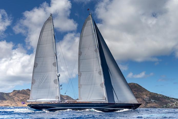 """Met de 56 meter lange Aquarius heeft Royal Huisman voor de derde keer in vijf jaar tijdens de Fort Lauderdale International Boat Show de categorie """"Zeiljacht langer dan 40 meter"""" gewonnen."""