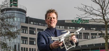 Saxion-drone moet politie helpen zoeken: 'Bij een geraamte is gras letterlijk groener'