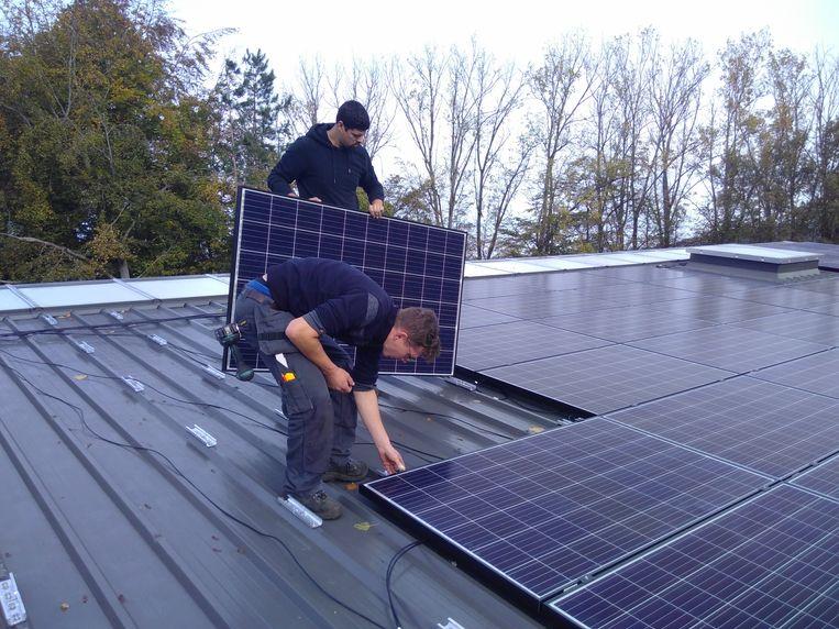 Op het dak van het SALCO werden 310 zonnepanelen geplaatst.