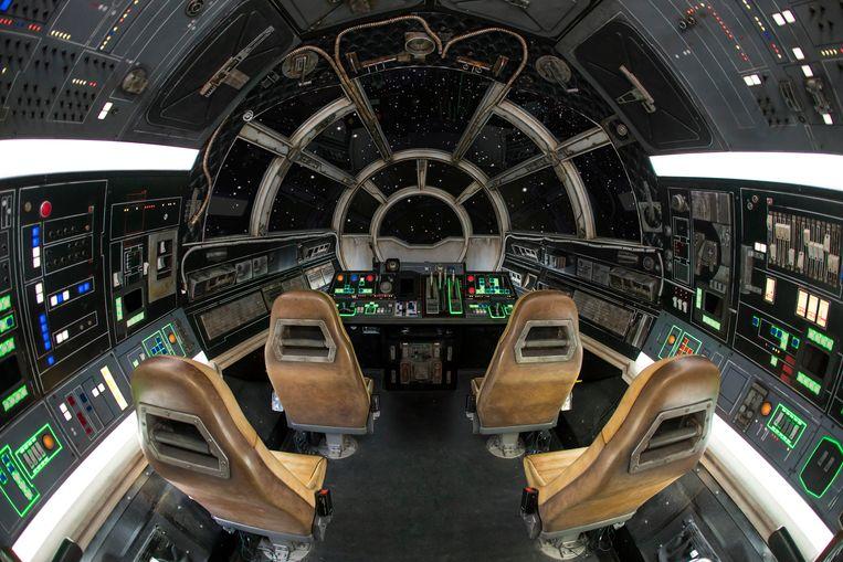 Aan de slag in de cockpit. Beeld Joshua Sudock/Disney Parks