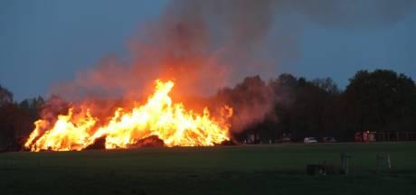 Restant paasbult in Espelo gaat alsnog in vlammen op