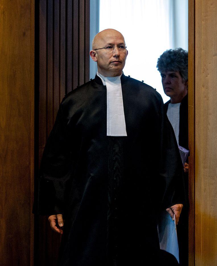 Arnhem, Mr. Rinus Otte, voorzitter van de rechtbank, voor aanvang van de uitspraak in de Chipsholzaak.  Beeld ANP/ Robin van Lonkhuijzen