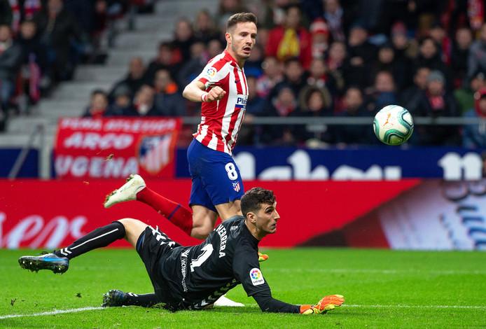 Saúl Niguez maakt de 2-0 tegen Osasuna. Sergio Herrera is verslagen.