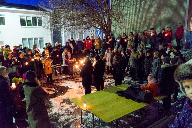 Een betoging van zo'n honderd mensen in IJsland afgelopen november, tegen geweld tegen vrouwen. IJsland scoort meestal hoog als het gaat om gelijke rechten voor mannen en vrouwen, maar geweld tegen vrouwen komt veel voor op het eiland. Beeld AP