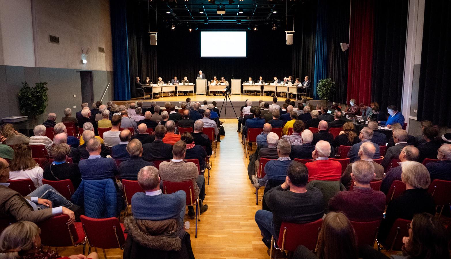 Het debat maandag in Kulturhus De Breehoek werd massaal gevolgd.