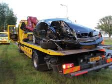 Automobilist botst op boom in Nijeveen en gaat er vandoor