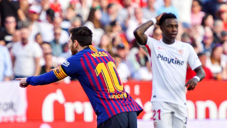 Messi maakt drie werelddoelpunten tegen Sevilla
