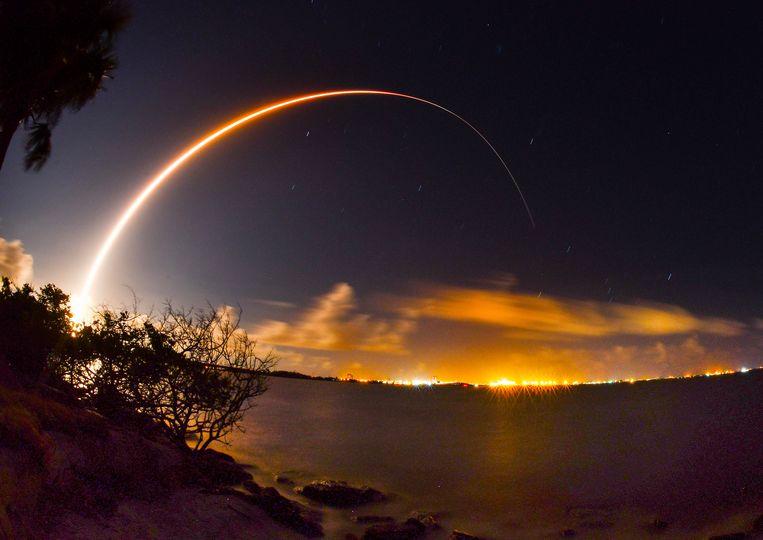 De lancering van de AEHF-4 satelliet.