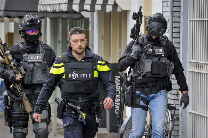 Een arrestatieteam aan het werk. Dit waren niet de agenten die in Zwolle in actie kwamen.
