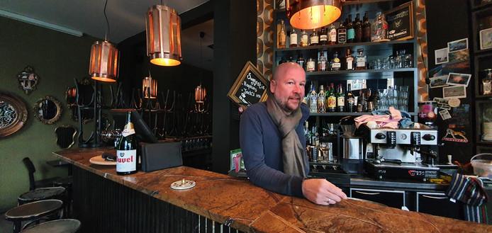 Han Vandenbroeke van café Vryheyt aan de Troonplaats in Antwerpen kreeg het hard te verduren...