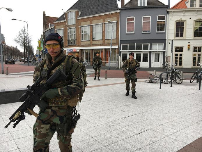 Archieffoto: mariniers in de binnenstad van Vlissingen.