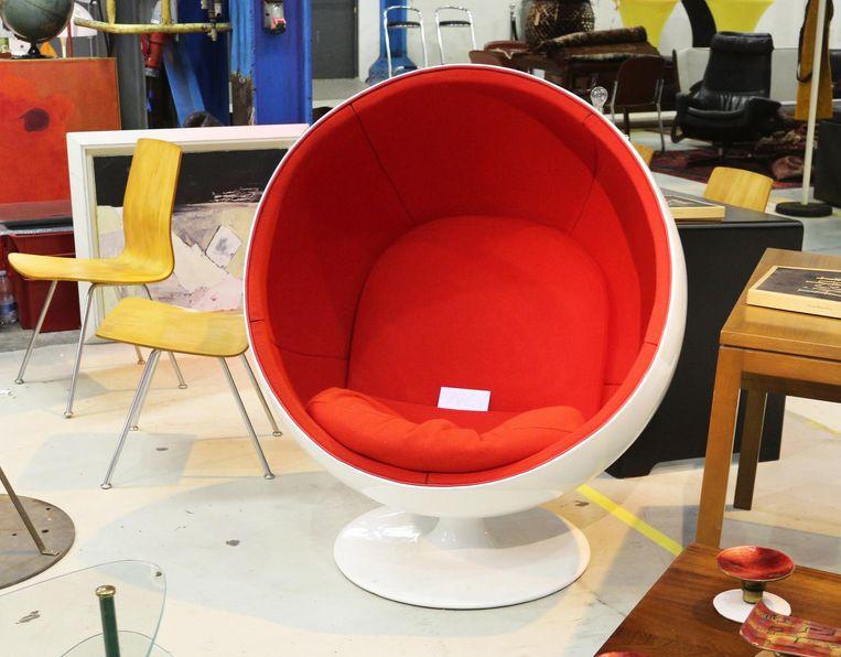 Iconische stoelen in De Kromhouthal Beeld Design Icons