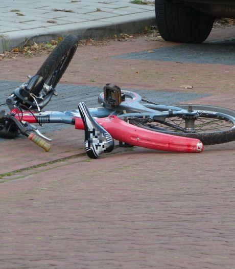 Tragisch ongeluk in Staphorst: kindje komt onder bestelbus terecht en raakt ernstig gewond