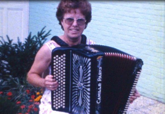 Jeanne, waarvan bijna niemand wist dat ze prachtig muziek kon spelen