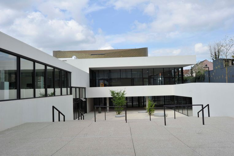 Cultuurcentrum De Factorij: een project dat in de legislatuur van 2006-2012 al goedgekeurd werd, maar dat de voorbije zes jaar uitgevoerd werd. De bouw ervan werd uiteindelijk wel een pak duurder dan aanvankelijk gepland.