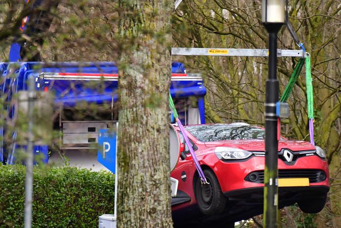 De auto die na de schietpartij in Utrecht werd gezocht, is teruggevonden aan de Tichelaarslaan. Het gaat om een rode Renault Clio.