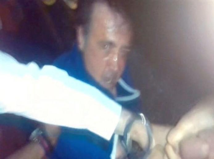 Deze man werd afgelopen nacht afgevoerd door politie na de aanslag op moskeegangers in Londen.
