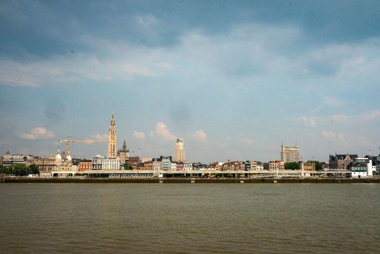 Uitzicht over de 'Heilige Drievuldigheid' - kathedraal, Boerentoren en de Oudaan. De stad opent nu de deur voor nieuwe 'landmarks'.