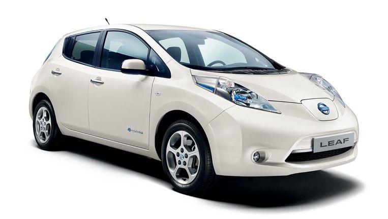 Rechter Tikt Nissan Op Vingers Om Kortere Actieradius Elektrische