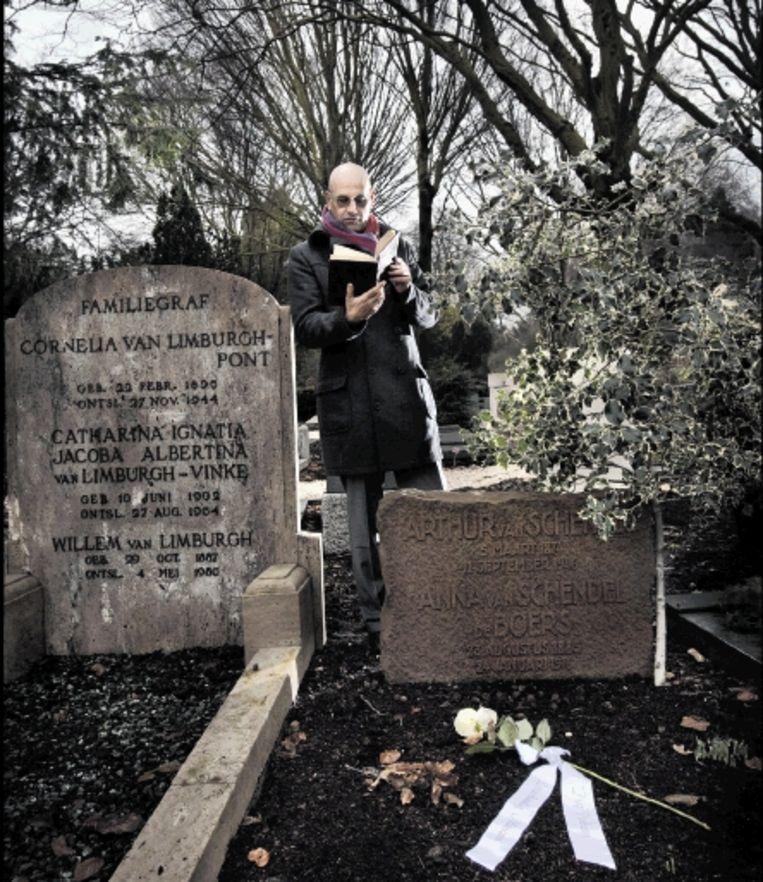 Een Witte Roos Voor Honderd Dode Schrijvers Trouw