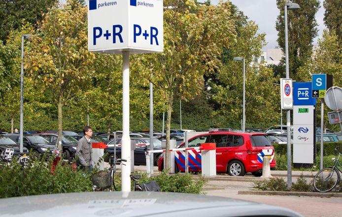Een groot P+R-terrein in Voorburg. Oldenzaal moet ook zo'n terrein hebben, vindt Oldenzaler Henk Hazewinkel.