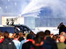 Ajax-fan Rob uit Meppel begint letselschadezaak tegen politie nadat hij bij rellen gewond raakte