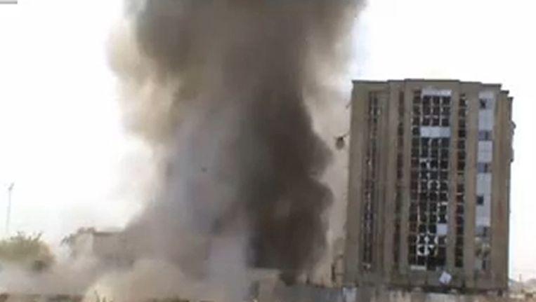 Videobeeld van de aanslag op een Nigeriaanse krantenredactie vorige week. Beeld afp