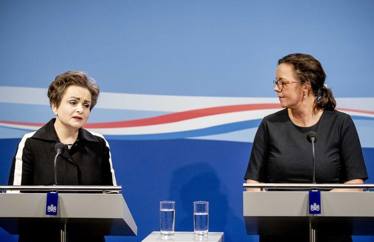 Staatssecretarissen Alexandra van Huffelen (Financiën) en Tamara van Ark (Sociale Zaken en Werkgelegenheid) staan de pers te woord over de toeslagenaffaire naar aanleiding van de presentatie van het eindrapport van de commissie-Donner. Beeld ANP