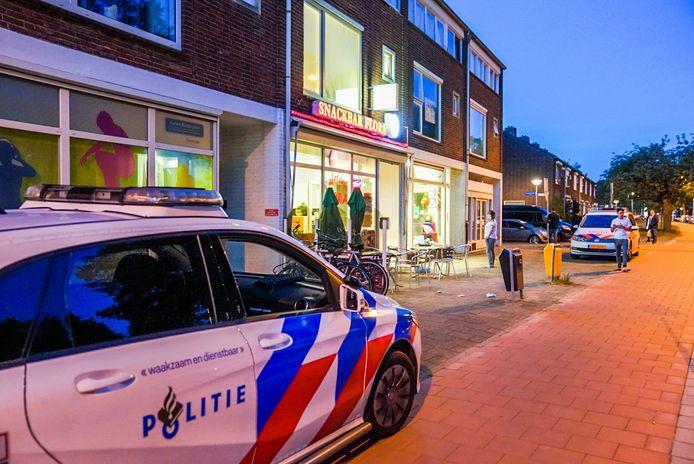 Snackbar Flora aan de Floralaan West in Eindhoven is zondagavond overvallen.