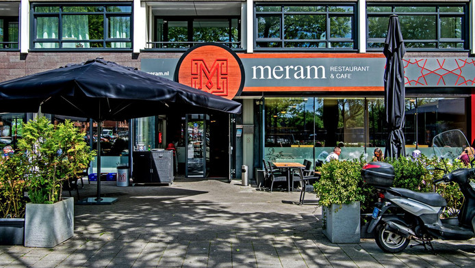 Turks feestje gaat als een nachtkaars uit rotterdam for Turkse restaurant amsterdam west