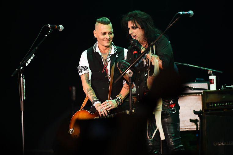 Johnny Depp met Alice Cooper.