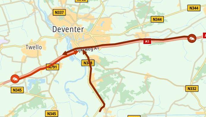 De situatie op de A1 bij Deventer rond 12.30 uur.