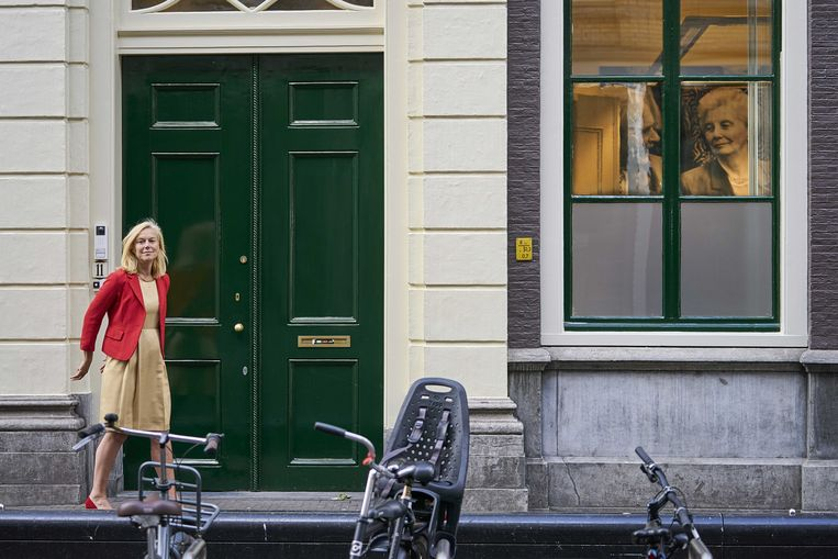 Sigrid Kaag, door het raam gadegeslagen door voormalig D66-leider Els Borst, die vond dat politiek te belangrijk was om aan mannen over te laten. Beeld ANP