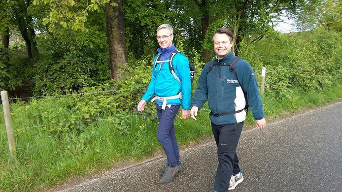 Wandelaars bij de Postweg.