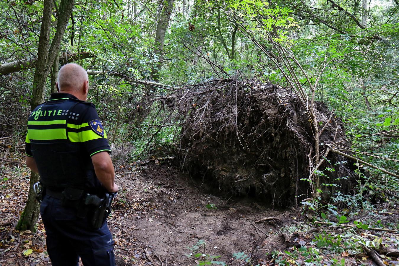 Onderzoek in bos Mona Baartmans aan Jack Dawson Green Pad Heinenoord