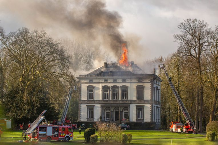 Het neoclassicistische kasteel raakte in februari 2016 zwaar beschadigd door een hevige brand.