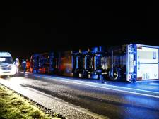 N50 bij Kampen dicht door gekantelde vrachtwagen