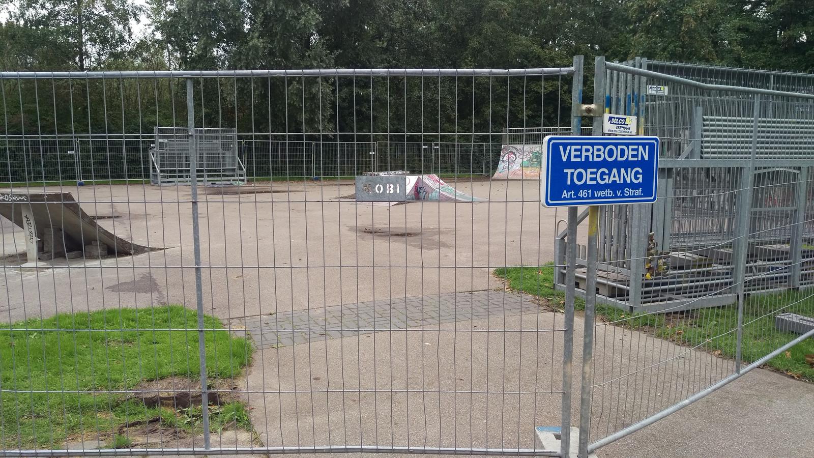 Het skatepark is sinds woensdagmorgen afgesloten door middel van hekken.