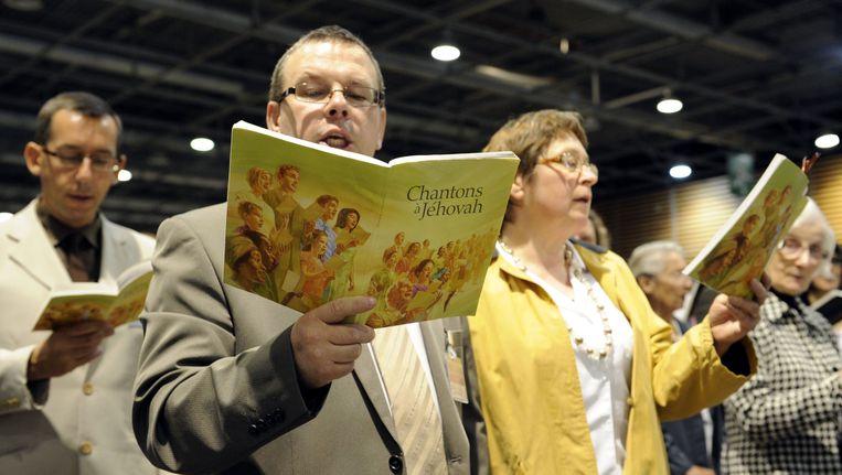 Jehova's getuigen zingen tijdens een dienst in het Franse Villepin. Beeld AFP