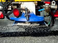 Meekijken bij inspectie voertuigen van strooiploeg in Gameren