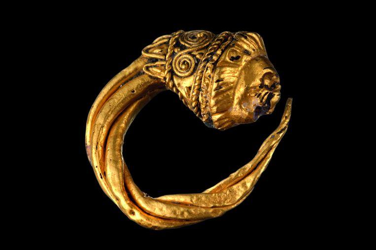 Een gouden ring, gevonden in de zeebodem van Thonis-Heracleion. Beeld null