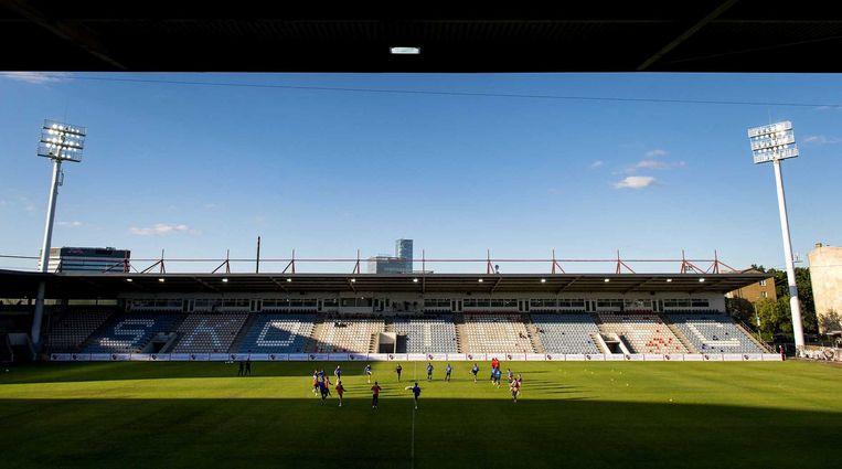 De Nederlandse selectie in het Letse stadion. Beeld ANP